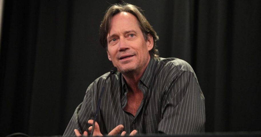 Kevin Sorbo speaking at the 2015 Phoenix Comicon Fan Fest at the University of Phoenix Stadium in Glendale, Arizona.
