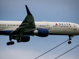 Delta 757 on final for runway 22L coming from Los Angeles.