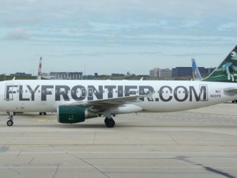 Frontier Airlines, Airbus A320-200 N221FR ORD