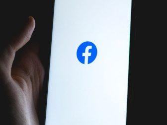 Phone displaying facebook splash screen