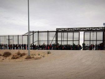 El Paso Border Patrol agents intercept a large group of migrants